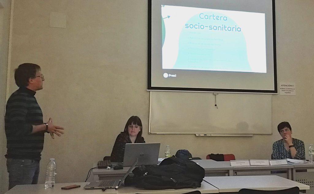 Francisco Fernández presentando el Informe por un Espacio Sociosanitario Inclusivo