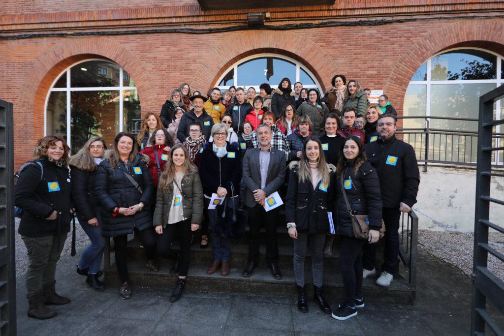 La Asociación Síndrome de Down de Navarra, junto al consejero Laparra en la sede de Derechos Sociales