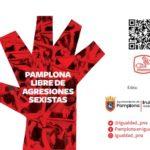 una mano roja como símbolo contra las agresiones sexistas, un qr y el logo del Ayuntamiento de Pamplona