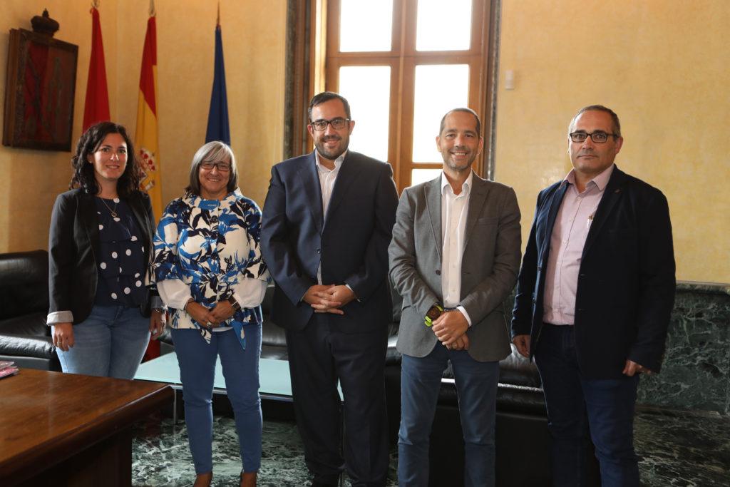 De izquierda a derecha: Miriam Nepote, Mariluz Sanz, Javier Remírez, Manuel Arellano y José Antonio Delgado.