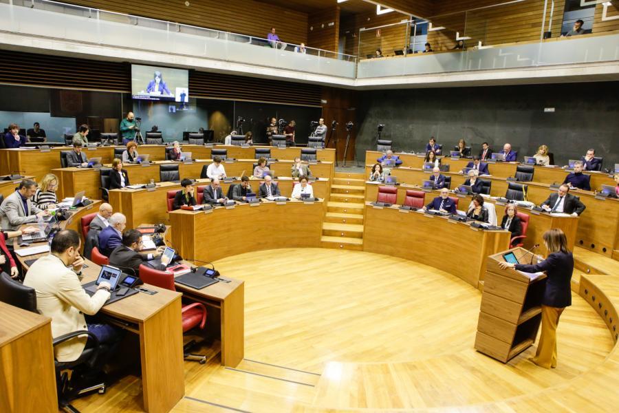 Fotografía del salón de plenos del Parlamento de Navarra